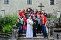 Schiclub mit Brautpaar, Quelle www.bilderbuehne.at